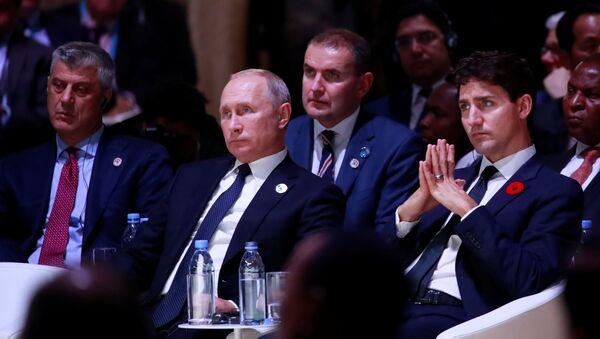 Hashim Thaci y Vladímir Putin durante el centenario del fin de la Primera Guerra Mundial en París - Sputnik Mundo