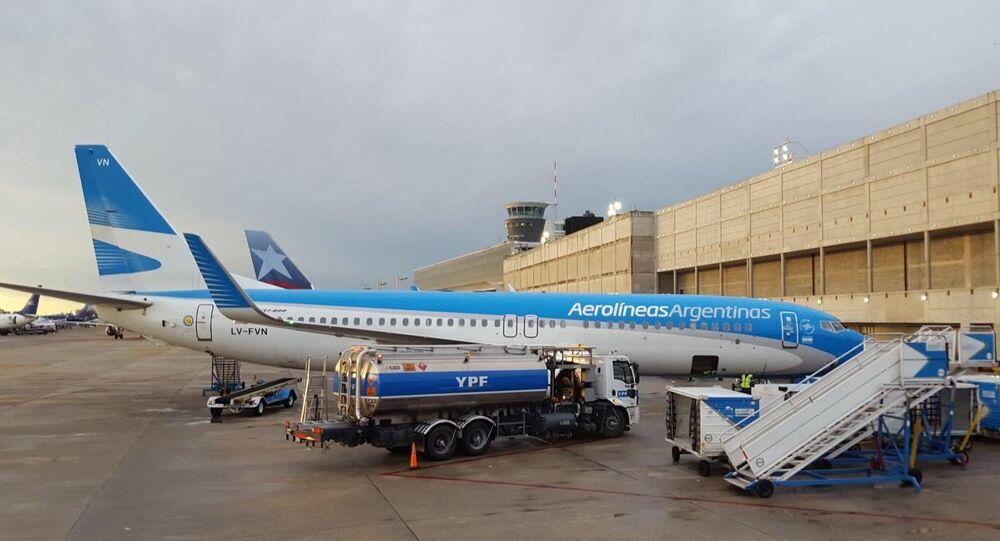 Avión de Aerolíneas Argentinas en el Aeroparque de Buenos Aires