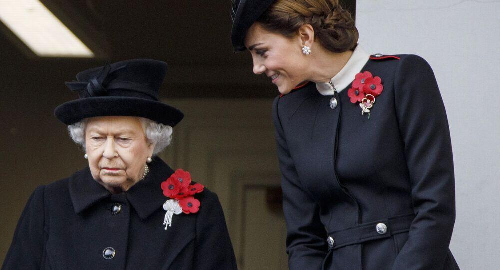 Reina Isabel junto a Kate Middleton el Día de Recuerdo