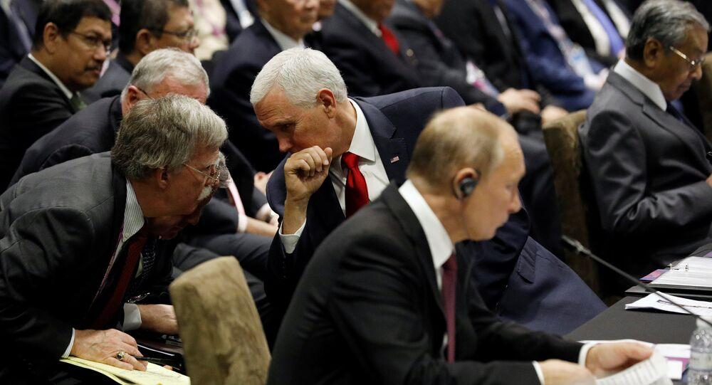 El asesor de Seguridad Nacional de la Casa Blanca, John Bolton, el vicepresidente de EEUU, Mike Pence, y el presidente de Rusia, Vladímir Putin