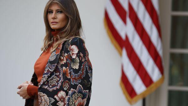 Первая леди США Мелания Трамп во время помилования индейки в Белом доме - Sputnik Mundo