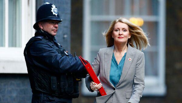 Esther McVey, la ministra británica de Trabajo y Pensiones - Sputnik Mundo