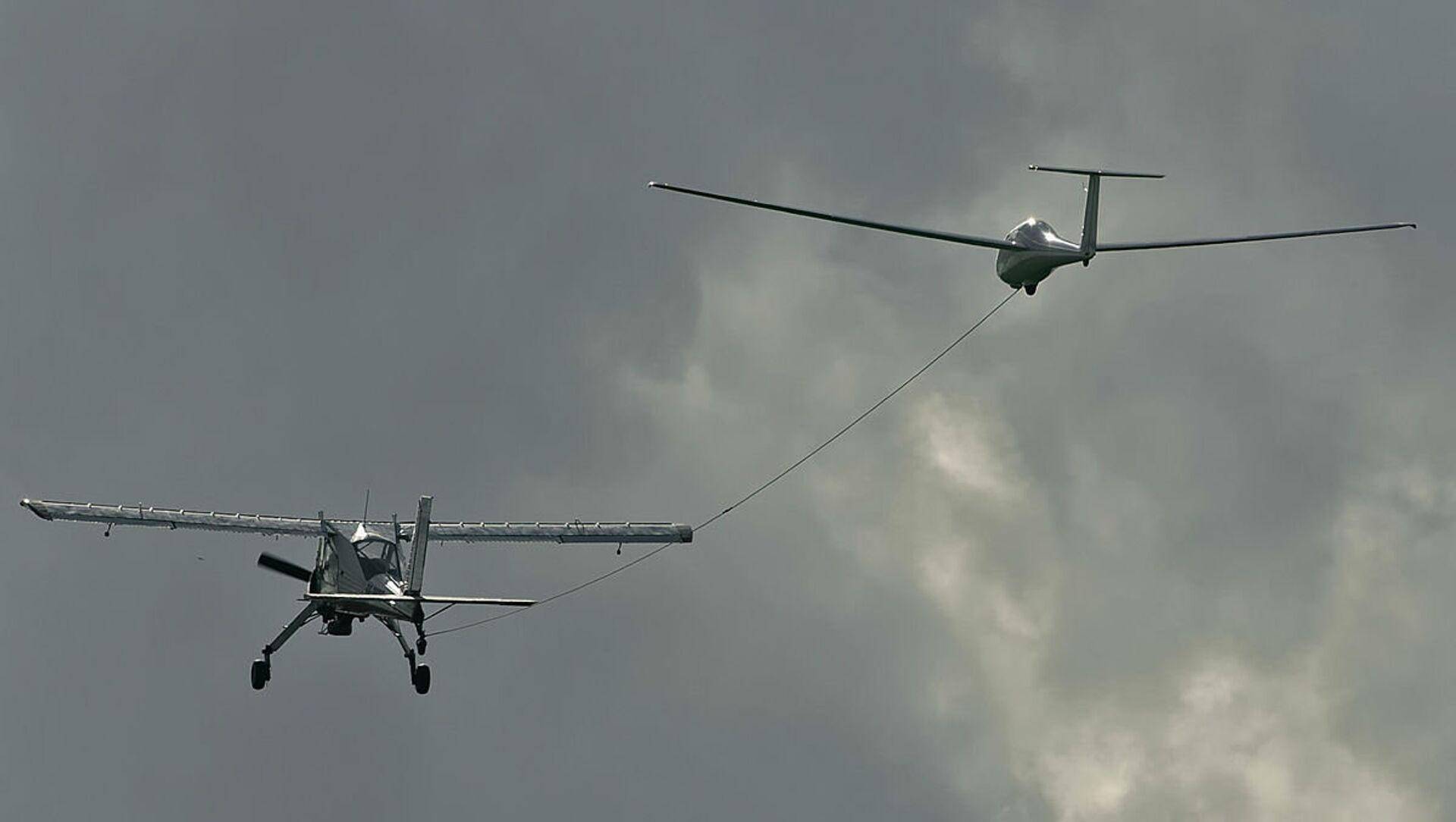 El planeador ruso AS-4 (izda.), predecesor del AC-4-115 (archivo) - Sputnik Mundo, 1920, 15.11.2018