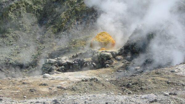 Actividad volcánica en  los Campos Flégreos, en Italia - Sputnik Mundo