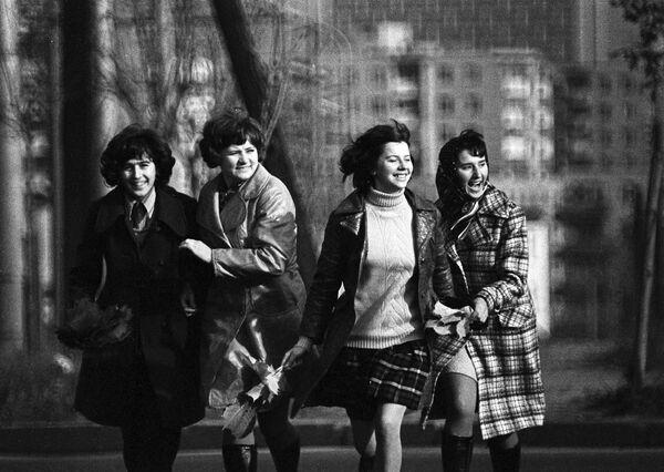 Desde las pasarelas hasta las calles: la moda soviética, en imágenes - Sputnik Mundo