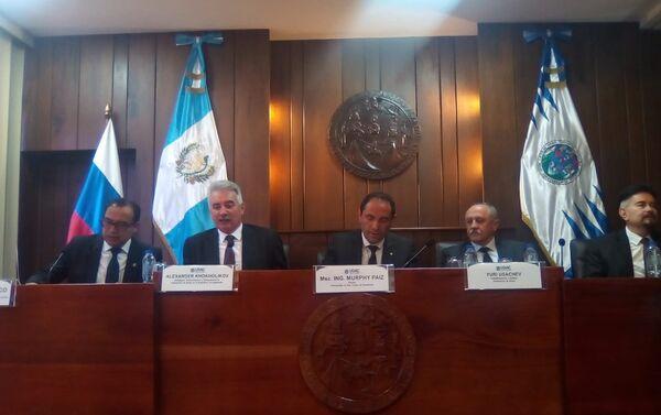Reunión en Universidad San Carlos - Sputnik Mundo