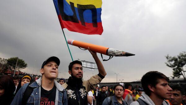 Marchas universitarias en Bogotá, Colombia - Sputnik Mundo