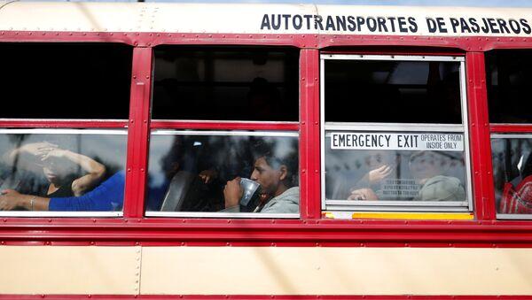 Autobús con migrantes en México (Archivo) - Sputnik Mundo