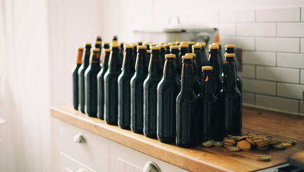 Botellas de cerveza (imagen referencial) - Sputnik Mundo