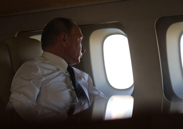 Vladímir Putin, presidente de Rusia, a bordo de un avión (archivo)