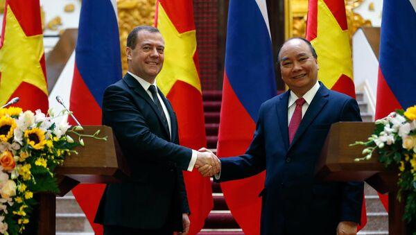 El primer ministro de Rusia, Dmitri Medvédev, y el primer ministro de Vietnam, Nguyen Xuan Phuc - Sputnik Mundo