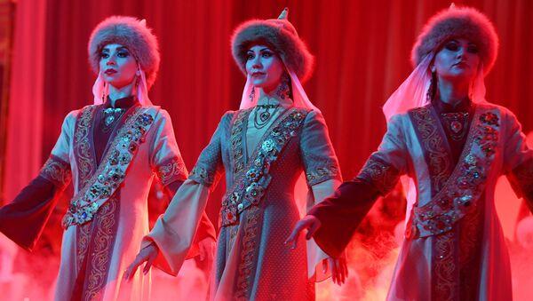 Mujeres tártaras deslumbran en un concurso de belleza en Kazán - Sputnik Mundo