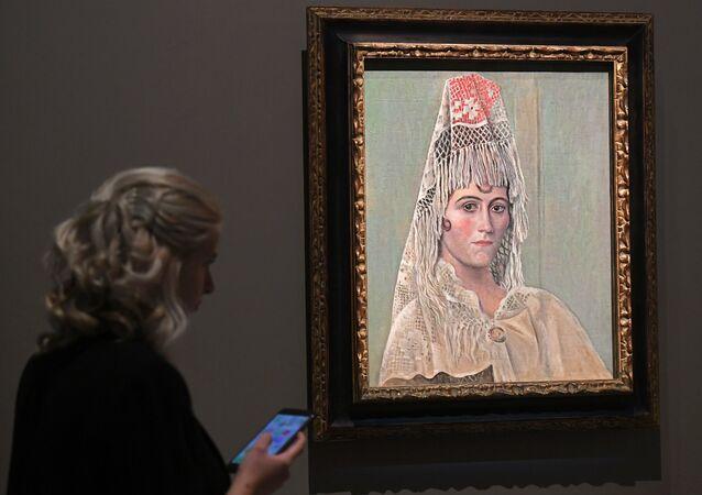 Uno de los cuadros de Pablo Picasso en la exposición Picasso&Jojlova en Moscú, Rusia
