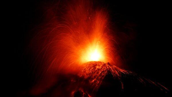 Erupción del volcán de Fuego en Guatemala - Sputnik Mundo