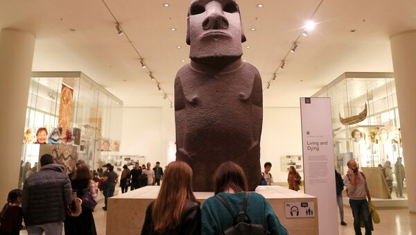 Hoa Hakananai'a, el moái del pueblo rapa nui robado de la isla de Pascua y expuesto en el Museo Británico de Londres - Sputnik Mundo