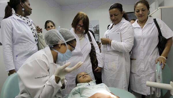 Médicos cubanos en Brasil - Sputnik Mundo