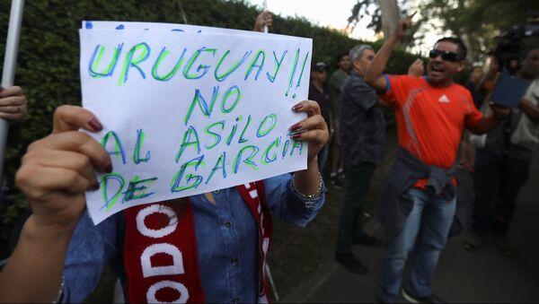Protestas en Perú contra el asilo al expresidente de Perú, Alan García - Sputnik Mundo