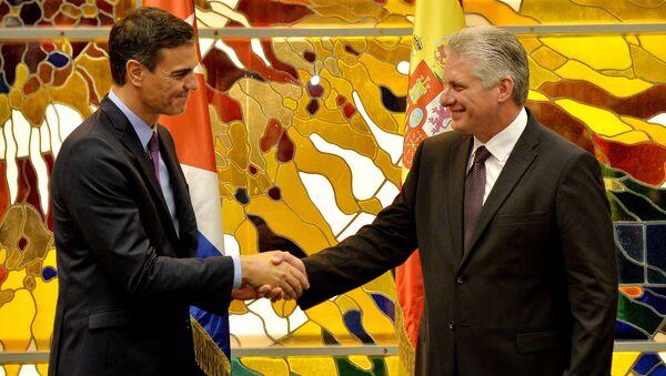 Pedro Sánchez, presidente del Gobierno de España, y Miguel Díaz-Canel, presidente de Cuba - Sputnik Mundo