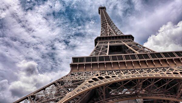 La Torres de Eiffel en París (Francia) - Sputnik Mundo
