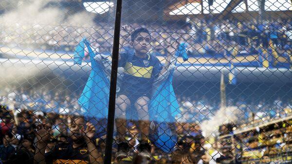 Un joven hincha de Boca Juniors en el partido entre su equipo y River Plate en la final de la Copa Libertadores de América - Sputnik Mundo