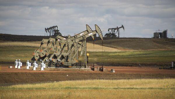 Unidades de bombeo para extraer petróleo en Estados Unidos - Sputnik Mundo