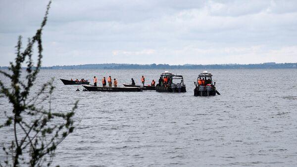 La operación de rescate en el lago Victoria, Uganda - Sputnik Mundo