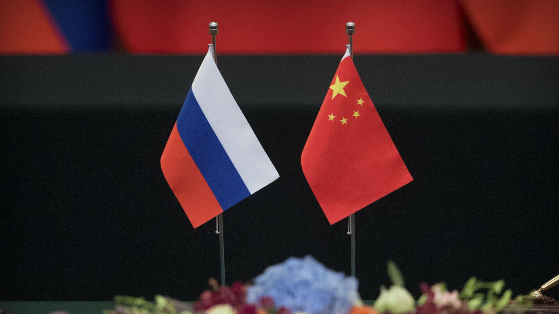Las banderas de Rusia y China - Sputnik Mundo, 1920, 14.07.2021