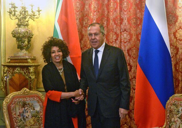 La ministra de Exteriores de Sudáfrica, Lindiwe Sisulu, visitó Moscú, donde se reunió con su homólogo ruso, Serguéi Lavrov,