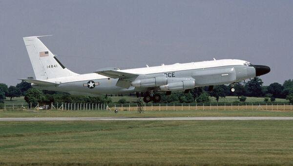 Un avión de reconocimiento radioelectrónico Boeing RC-135V - Sputnik Mundo
