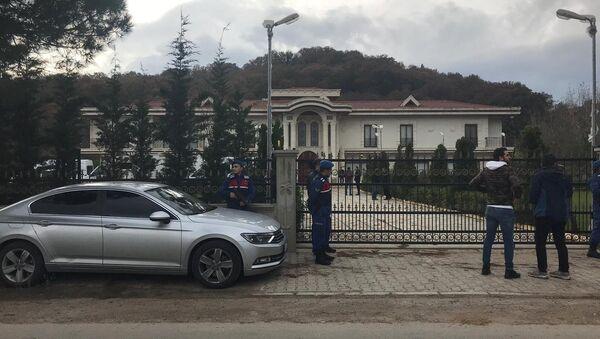 Policías y gendarmes turcos cerca de una finca de la provincia de Yalova - Sputnik Mundo