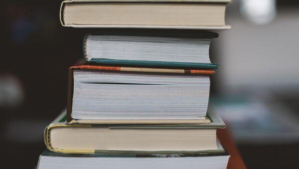 Una pila de libros - Sputnik Mundo
