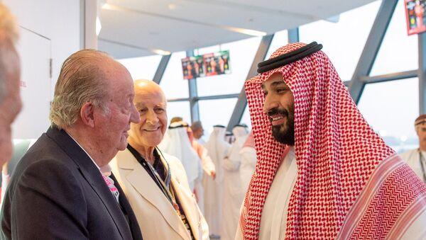 El Rey emérito de España Juan Carlos I y el príncipe heredero saudí, Mohamed bin Salmán - Sputnik Mundo