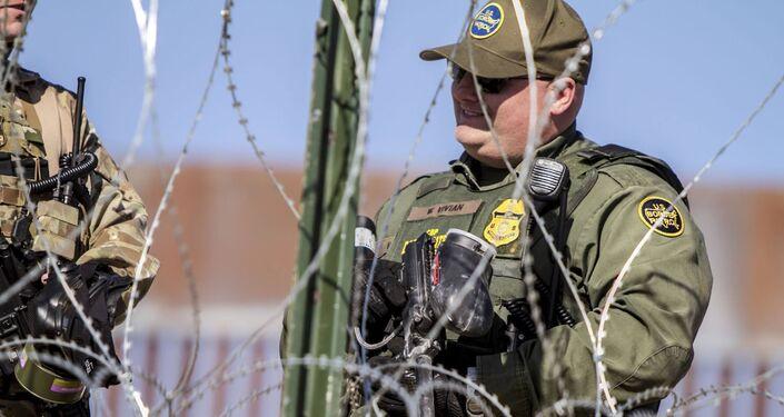 W. Vivian agente de la USBP (border patrol) que disparó gases lacrimógenos contra la manifestación de centroamericanos en territorio mexicano