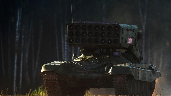 Lanzallamas pesado ruso TOS-1A Solntsepiok, foto archivo - Sputnik Mundo