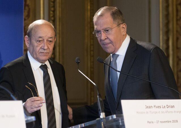 El canciller francés, Jean-Yves Le Drian, y el canciller ruso, Serguéi Lavrov (archivo)