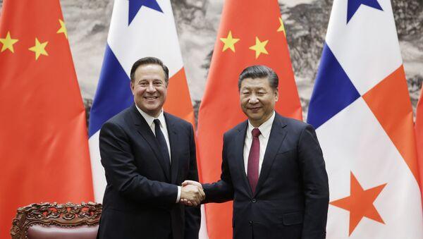 El presidente de Panamá, Juan Carlos Varela, y el presidente de China, Xi Jinping - Sputnik Mundo