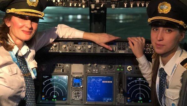 Bellezas en el aire: mujeres piloto de la aviación civil - Sputnik Mundo