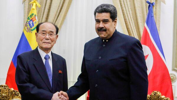 El presidente de la Asamblea Suprema de Corea del Norte, Kim Yong-nam, y el presidente de Venezuela, Nicolás Maduro - Sputnik Mundo