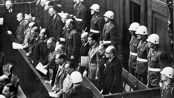 Banquillo de los acusados durante los juicios de Núremberg - Sputnik Mundo