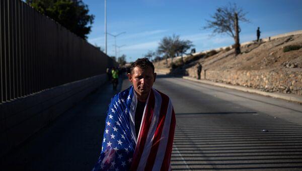 Un migrante centroamericano en México - Sputnik Mundo