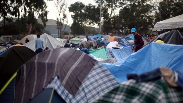 Migrantes centroamericanos en Tijuana - Sputnik Mundo
