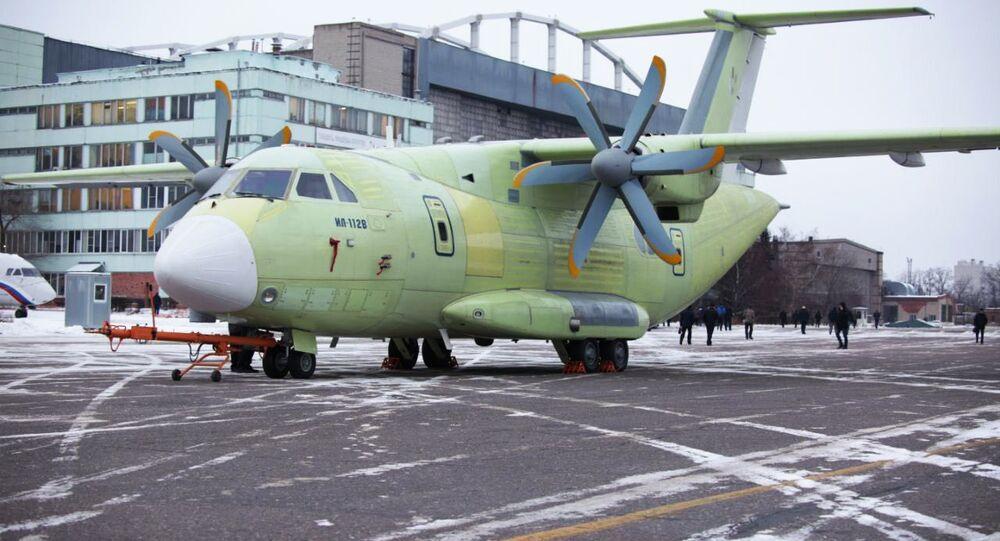 El avión de transporte militar Il-112V