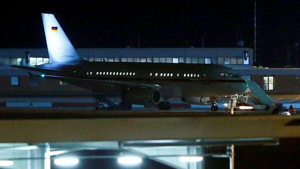 El avión de la canciller alemana Angela Merkel en el aeropuero de Colonia - Sputnik Mundo