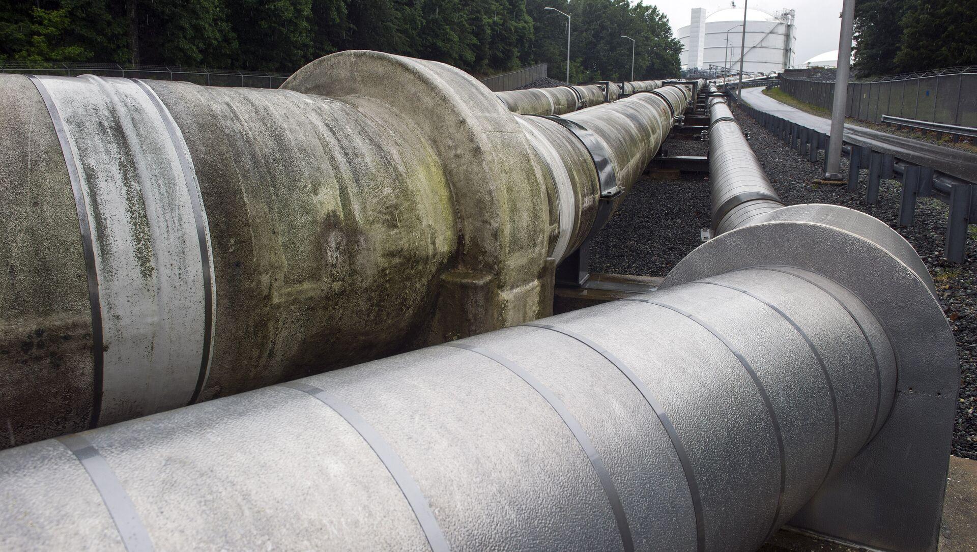 Tuberías que trasladan el gas natural licuado a una cisterna en Lusby  - Sputnik Mundo, 1920, 16.09.2020