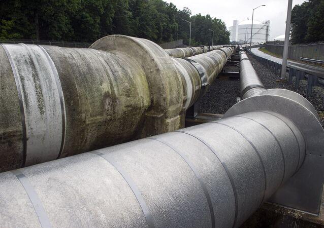 Unas tuberías que trasladan el gas natural licuado (archivo)