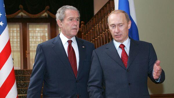 George W. Bush, expresidente de EEUU, y Vladímir Putin, presidente de Rusia (archivo) - Sputnik Mundo