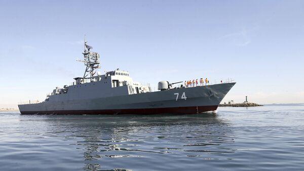 El destructor iraní Sahand navega en aguas del Golfo Pérsico, archivo - Sputnik Mundo