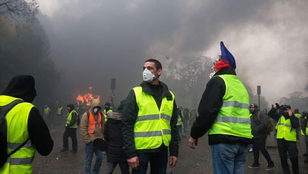Las protestas de los 'chalecos amarillos' en París - Sputnik Mundo