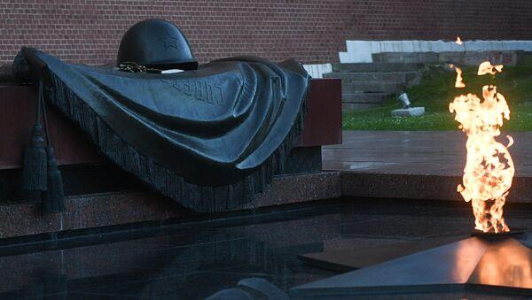 El memorial de la Tumba del Soldado Desconocido en Moscú - Sputnik Mundo