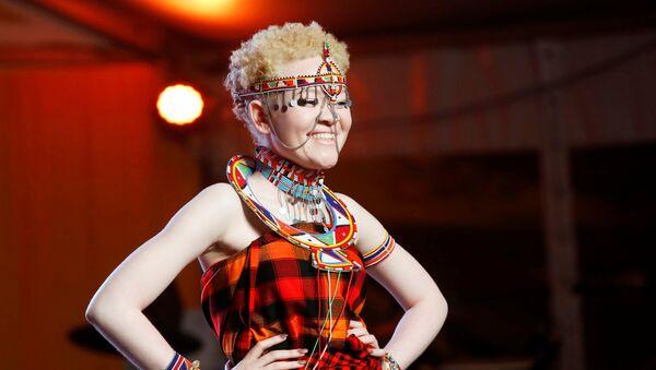 Una participante del concurso de belleza Miss y Míster Albinismo de África Oriental - Sputnik Mundo